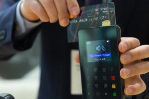 Carte bancaire à débit immédiat ou différé ? Que choisir ?