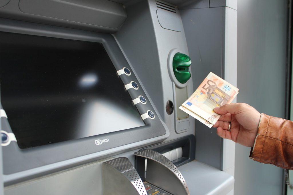 Quel est le plafond de retrait dans un distributeur automatique de billets  ?