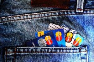 Peut-on avoir deux cartes bancaires ?