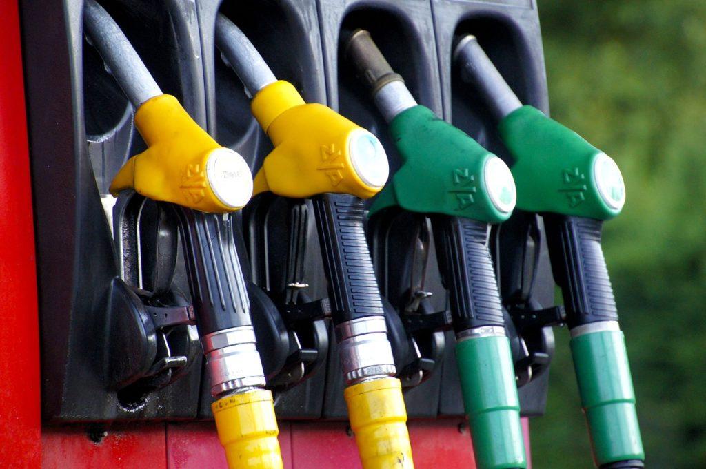 Flambée du prix du carburant : Que choisir lance une pétition contre la TVA sur les taxes