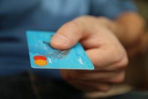 Qu'est-ce qu'une carte bancaire à autorisation systématique ? Définition