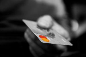 Quels sont les inconvénients d'une carte à autorisation systématique ?